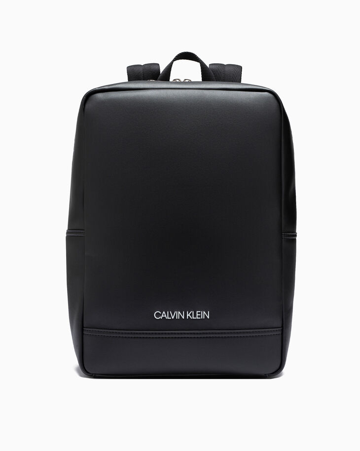 CALVIN KLEIN SMOOTH STITCH SQUARE BACKPACK 40