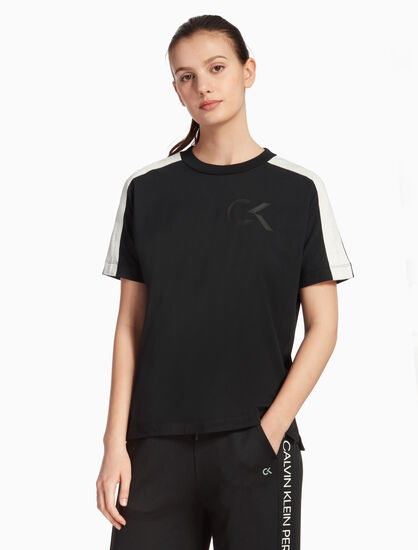 CALVIN KLEIN RE-EMERGE LOGO TAPE TEE
