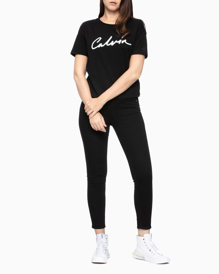 CALVIN KLEIN SCRIPT LOGO CHEST POCKET TEE