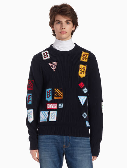 CALVIN KLEIN RIB KNIT MULTI BADGE PULLOVER SWEATER