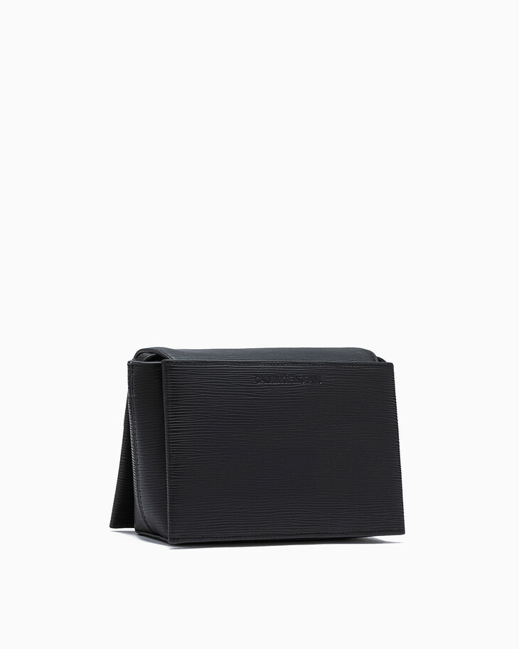 CALVIN KLEIN TEXTURE D LEATHER CROSSBODY BAG