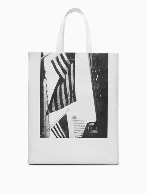 CALVIN KLEIN 美國國旗與建築物圖案軟質牛皮托特包