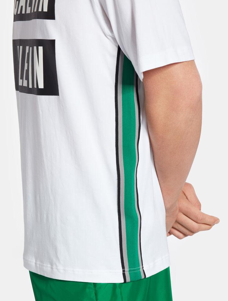 CALVIN KLEIN 사이드 테이프 로고 티셔츠