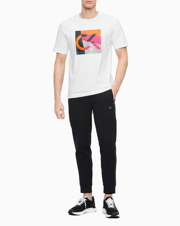 CALVIN KLEIN STATEMENT ESSENTIALS ABSTRACT LOGO TEE