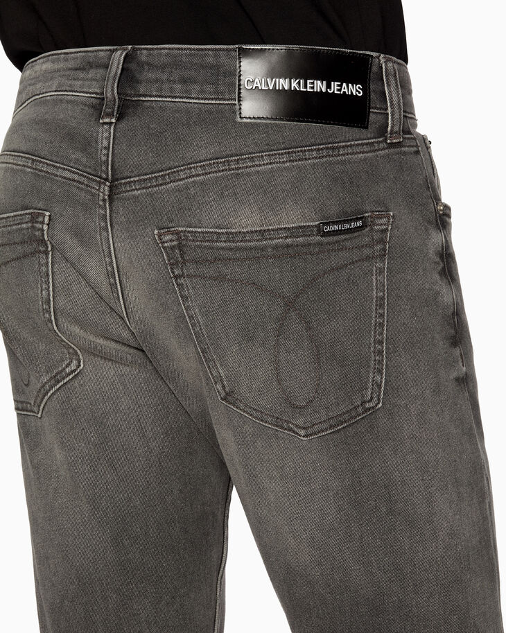 CALVIN KLEIN CKJ 056 ATHLETIC TAPER WASHED JEANS