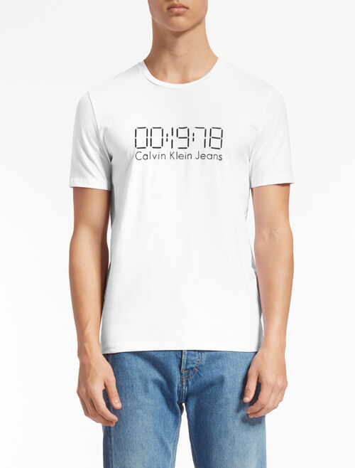 CALVIN KLEIN EMBROIDERED LOGO TEE IN REGULAR FIT