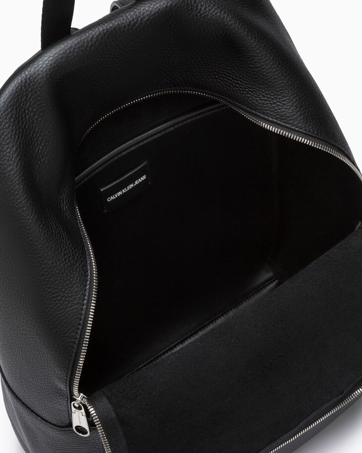 CALVIN KLEIN PEBBLE ESSENTIALS SQUARE BACKPACK 40