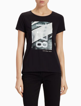 CALVIN KLEIN OVERSIZED GRAPHIC PRINT TEE IN SLIM FIT