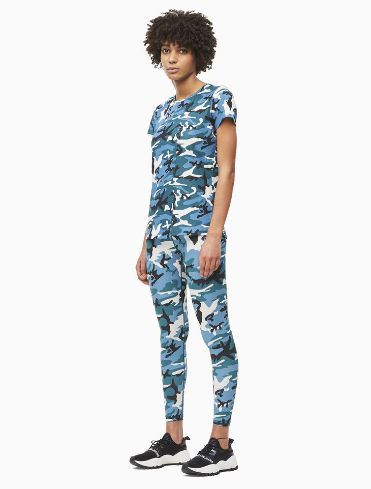 CALVIN KLEIN CAMO PRINT 티셔츠