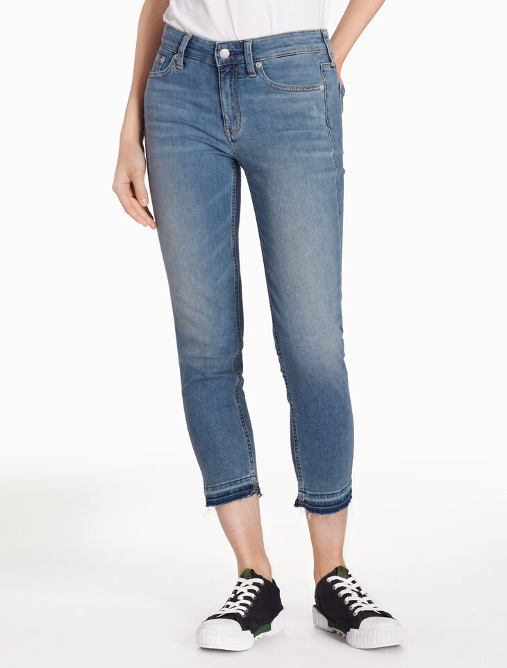 CALVIN KLEIN CKJ 031 WOMEN SLIM STRAIGHT CROPPED JEANS