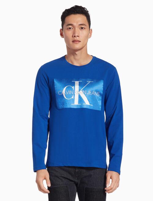 CALVIN KLEIN SATIN MONOGRAM LOGO APPLIQUE 티셔츠