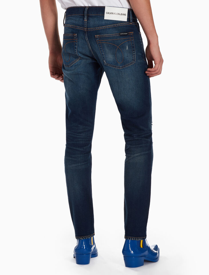 CALVIN KLEIN CKJ 026 MEN DISTRESSED SLIM JEANS