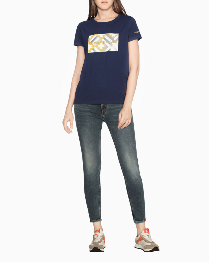 CALVIN KLEIN QUILT PATCHWORK LOGO 프린트 티셔츠