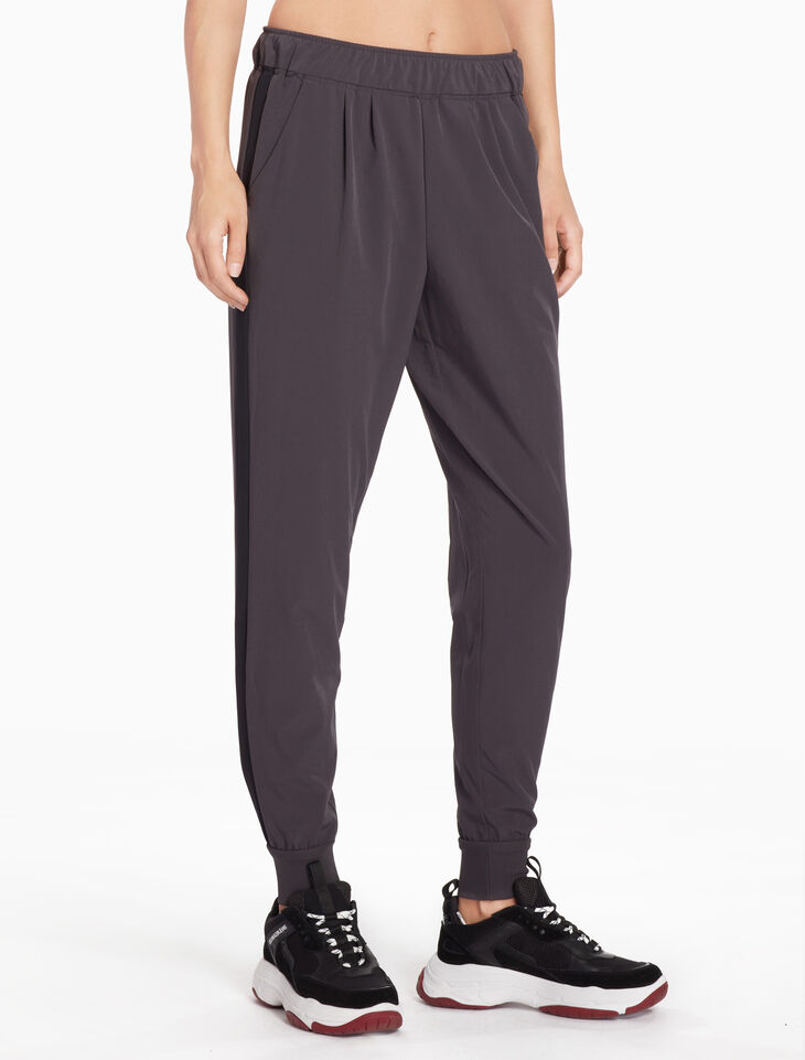 CALVIN KLEIN CK ESSENTIALS WOVEN SWEATPANTS