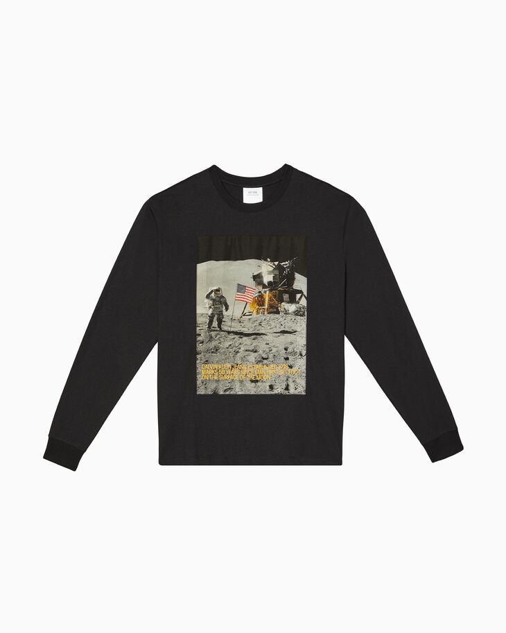 CALVIN KLEIN MOON LANDINGS CREWNECK GRAPHIC LONG SLEEVE TEE