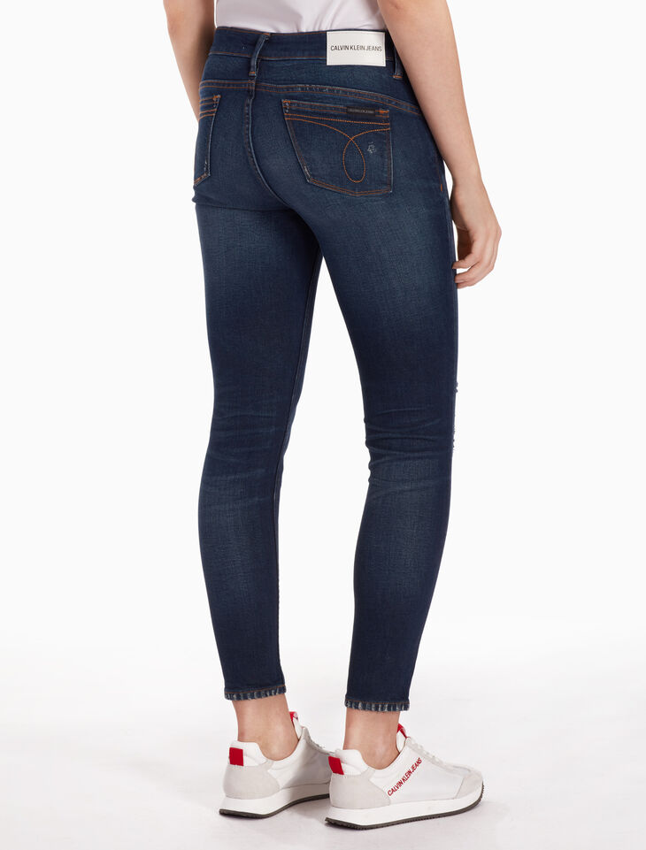 CALVIN KLEIN CKJ 022 WOMEN DISTRESSED ANKLE BODY JEANS