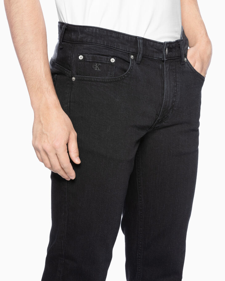 CALVIN KLEIN CKJ 059 WASHED BODY TAPER JEANS