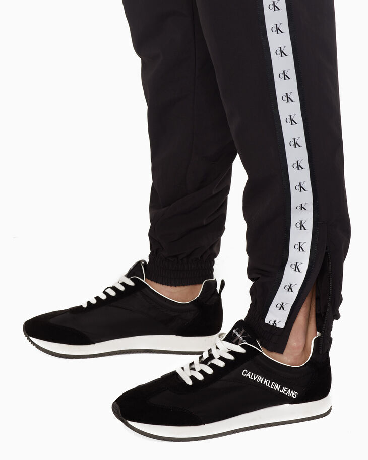 CALVIN KLEIN MEN MONOGRAM TAPE JOGGERS