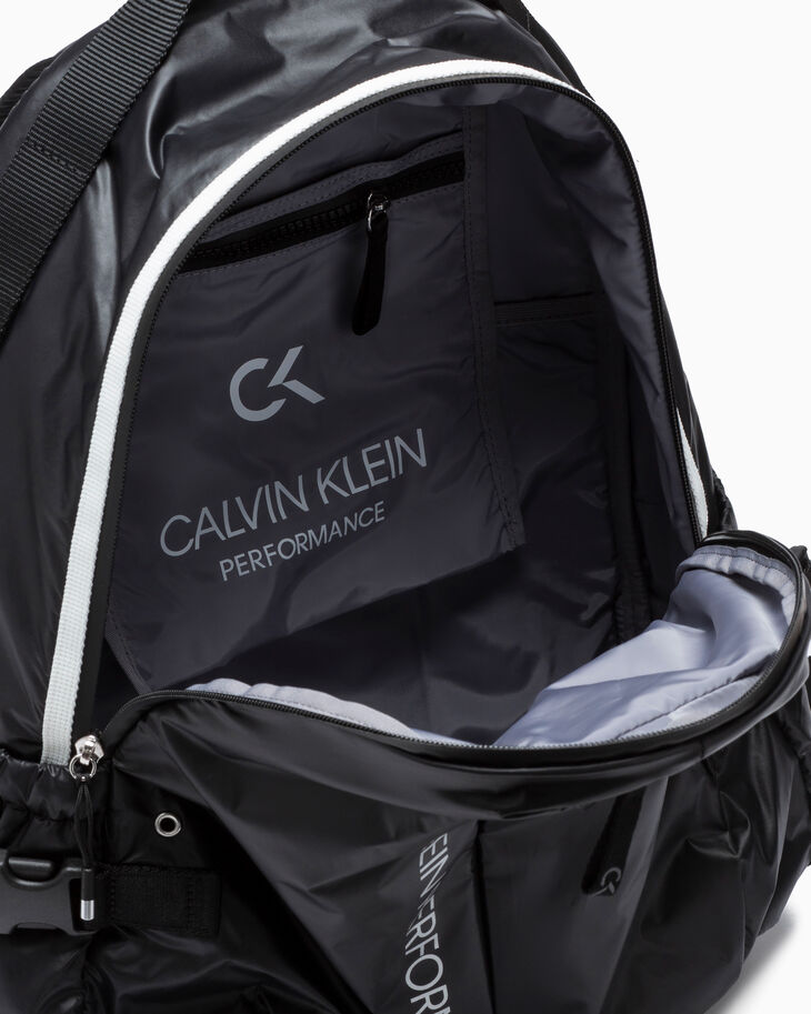 CALVIN KLEIN CIRCLED 백팩 38CM