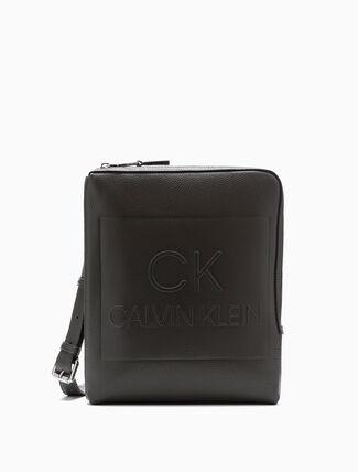 CALVIN KLEIN ENGINEERED CASUAL FLAT PACK