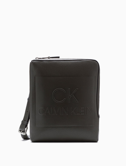 CALVIN KLEIN ENGINEERED CASUAL FLAT PACK