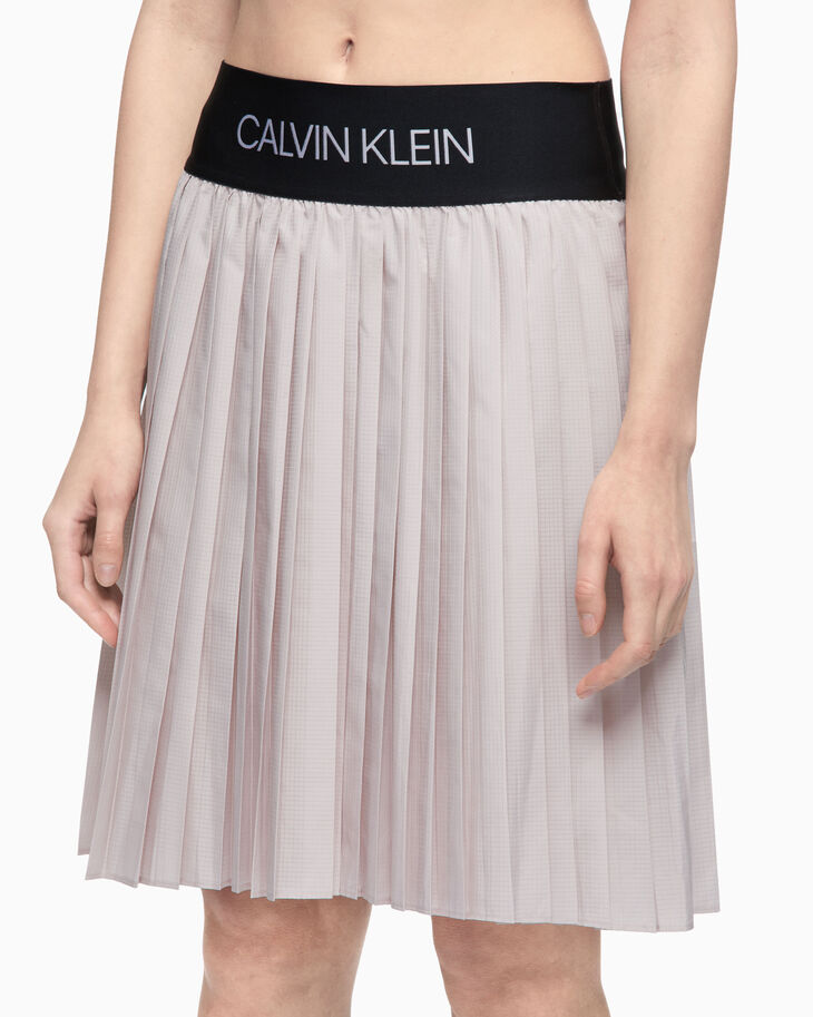 CALVIN KLEIN ACTIVE ICON PLEATED SKIRT