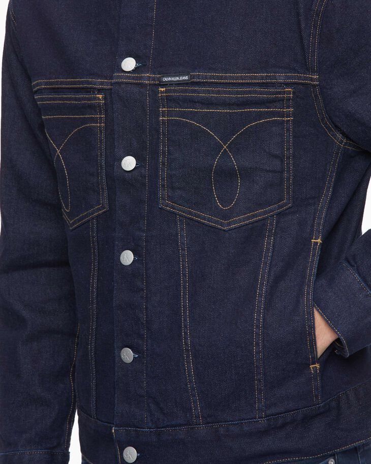 CALVIN KLEIN OVERSIZED DENIM TRUCKER JACKET