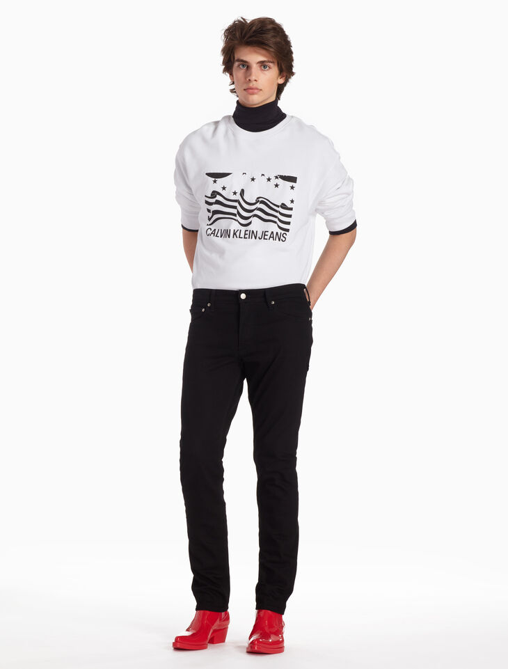 CALVIN KLEIN INSTITUTIONAL LOGO FLAG SWEATSHIRT