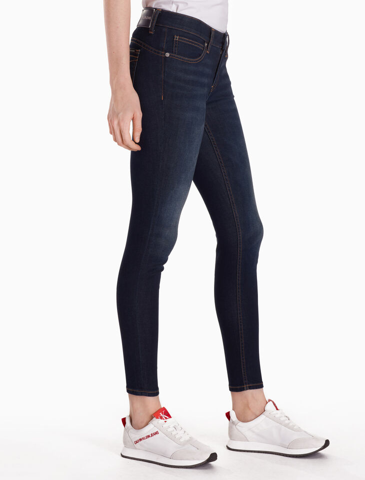 CALVIN KLEIN 37.5 WOMEN STRETCH BODY ANKLE JEANS
