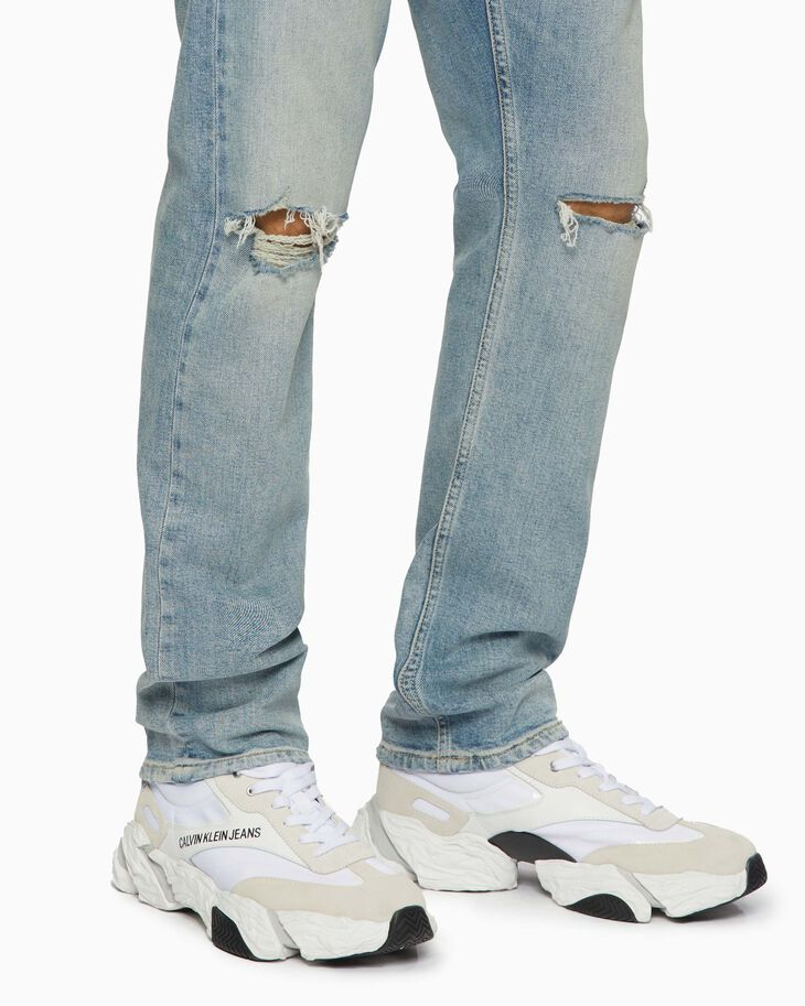 CALVIN KLEIN CKJ 026 SLIM DISTRESSED JEANS