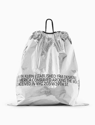 CALVIN KLEIN メタリック オーバーサイズ プリント DRAWSTRINGバッグ